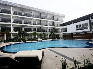 Airport Transit POOLVIEW Room+BF+FREE Transfer R/T - Bangkok vacation rentals