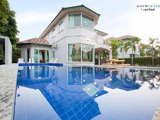 Gourami Blue Villa - Pattaya vacation rentals