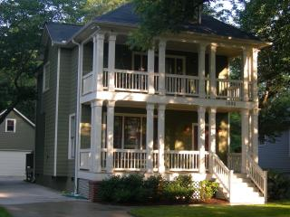 3 Bedroom Craftsman W/ 2Car Garage in West Midtown - Atlanta Metro Area vacation rentals