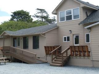 Sea Haven's Guest House - 6 Bedrooms - Sleeps 18! - Rockaway Beach vacation rentals