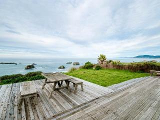 Private hot tub & ocean views right outside your windows - Westport vacation rentals