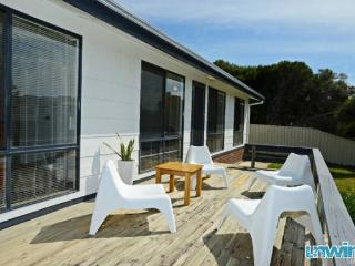 Unwind @ Goolwa Beach Retreat - Pet Friendly - Goolwa vacation rentals