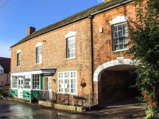 WARDS COURT 2, family friendly, character holiday cottage, with a garden in Frampton On Severn, Ref 4061 - Wotton-under-Edge vacation rentals