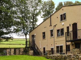 THE GRANGE, first floor apartment, WiFi, en-suite, pet-friendly, countryside views, near Haworth, Ref 918105 - Haworth vacation rentals
