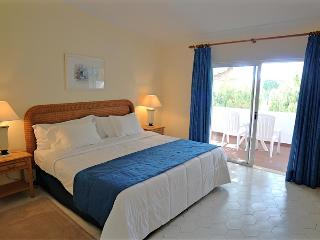 2 BEDROOM VILLA NEXT TO BEACHES AND GOLF IN QUINTA DO LAGO - REF. VGV151556 - Quinta do Lago vacation rentals