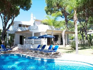 2 BEDROOM VILLA WITH PRIVATE POOL NEXT TO BEACHES AND GOLF IN QUINTA DO LAGO - REF. VGV151557 - Quinta do Lago vacation rentals