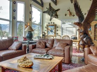 Rocky Mountain luxury - including a private hot tub! - World vacation rentals