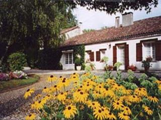 Maison du Canal ~ RA52355 - Aillas vacation rentals