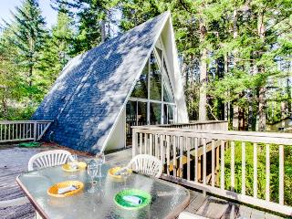 Expansive deck and docks on Woahink Lake - sleeps 6! - Florence vacation rentals