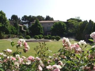 Holiday rental French farmhouses / Country houses Proche d'Aix en Provence (Bouches-du-Rhône), 700 m², 35 000 € - Eguilles vacation rentals
