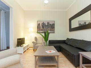 3 Bedrooms Apartment - Sagrada Familia C - Barcelona vacation rentals