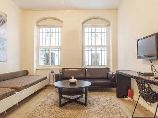 ChicG Cosy Istanbul Duplex - Istanbul vacation rentals