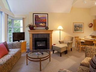 Woodrun Lodge 612 | Upgraded 1 Bedroom + Den, Ski-in/Ski-Out , Shared Hot Tub - British Columbia Mountains vacation rentals