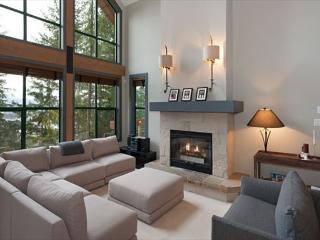 Northern Lights #45 | 3 Bed + Den Townhome, Mountain Views, Private Hot Tub - British Columbia Mountains vacation rentals
