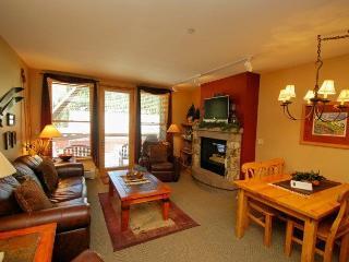Black Bear Lodge 8043, Granite counters, spacious corner unit, closest to the gondola! - Silver Plume vacation rentals