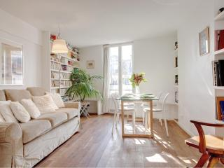 LOUVRE CHATELET 20 : great 2BR near the Louvre - Paris vacation rentals