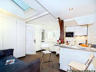 Saint Michel Cozy Cottage in Paris - Paris vacation rentals