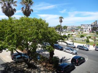 Estoril Beachfront 1 Bedroom Apartment - Ocean & C - Estoril vacation rentals