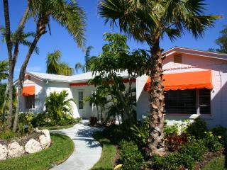 A perfect place for a couple, Mango Tango Cottage - Clearwater vacation rentals