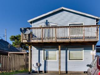 Oceanview, pet-friendly, private hot tub, sleeps up to 16! - Rockaway Beach vacation rentals