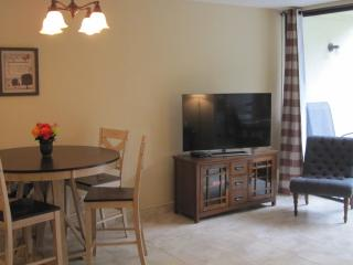 HOTEL QUALITY & CONVENIENCE OF HOME – NEWLY RENOVATED 2BR CONDO ON CORAL BEACH! - Freeport vacation rentals