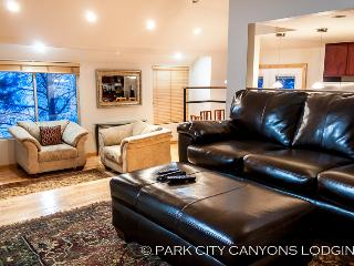 Hidden Creek 2A: Breathtaking Mountain Views, Open Floor Plan, and Easy Access to Canyons - Park City vacation rentals
