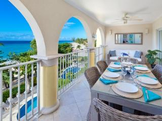 Classic 3 bedroom apartment, on the fabulous stretch of Dover Beach. Nightlife nearby - Dover vacation rentals