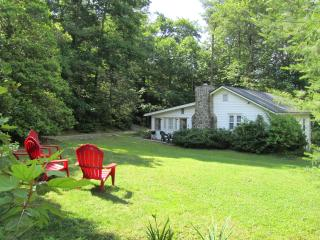 MIss Rebecca's Cottage: Main Street at Sunset Rock - Highlands vacation rentals