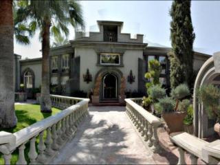 AMAZING GUEST VILLA ON 1.2 ACRE CAMELBACK ESTATE - Phoenix vacation rentals