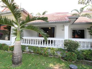 Cute 3 Bedroom Villa at Pratumnak - New Nordic 12 - Pattaya vacation rentals