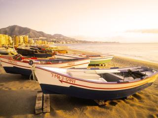Modern Sunset View 2-Bedroom Near Beach - Fuengirola vacation rentals