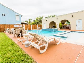10% off in JULY! Across from beach! LARGE POOL/SPA - South Padre Island vacation rentals