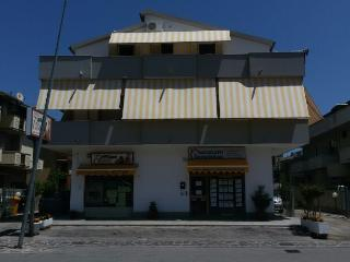 Appartamento a 400 mt dal mare in quadrifamigliare - Silvi Marina vacation rentals