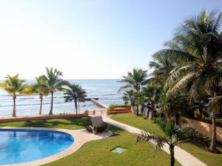 NEW LUXURIOUS 2BR DIRECT BEACHFRONT BBQ SPECIALS - Puerto Aventuras vacation rentals