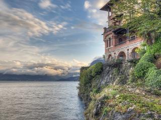A CORNER OF PARADISE APARTMENT LAKEFRONT - San Siro vacation rentals