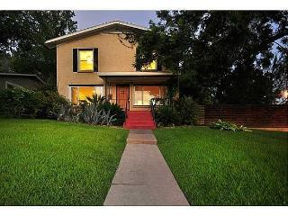 WALK TO SOCO! 5 BEDROOM HOUSE IN TRAVIS HEIGHTS - Austin vacation rentals