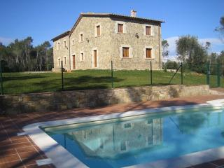 Spacious Catalan mansion in Banyoles, 35km from the Mediterranean coast - Sales De Llierca vacation rentals
