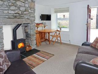 BACK COTTAGE, pet-friendly cottage with woodburner, close to amenities, Lakes and Dales, in Kirkby Lonsdale, Ref 30834 - Nether Burrow vacation rentals