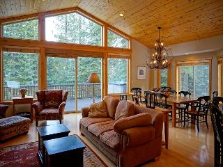 Talmont Time -Beautiful 4 BR Home in Quiet Neighborhood. Tahoe Park HOA Beach - Tahoe City vacation rentals