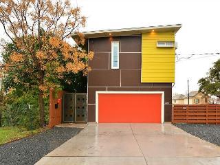 3BR/2.5BA Modern East Downtown Austin House, Sleeps 8 - Austin vacation rentals