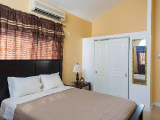 Beautiful 2 Bedroom near Kingston - Kingston vacation rentals