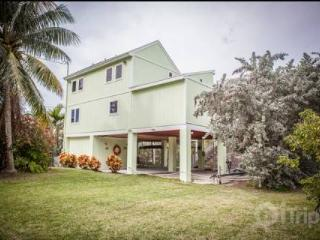 Gorgeous Keys Water Front Home with Private Dock and Ramp - Matecumbe Key vacation rentals