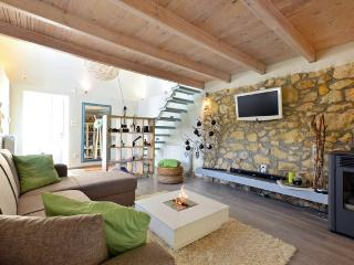 Cozy stone home w/ private garden - Akrotiri vacation rentals