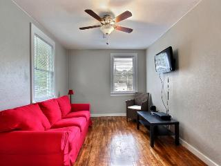 Executive 1BR/1BA - Free Wifi, Parking, Pets Ok - Savannah vacation rentals