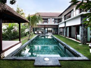 Luxurious 3 or 4 bedroom private villa in Seminyak - Seminyak vacation rentals