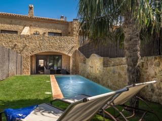A Splendid XVIII Century House with Garden & Pool - Sant Antoni de Calonge vacation rentals