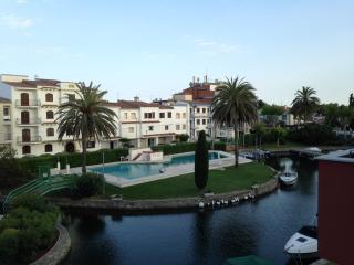 TRES BEL APPARTEMENT EMPURIABRAVA PISCINE - Empuriabrava vacation rentals