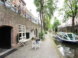 Canal View Comfort Apartment - Utrecht vacation rentals