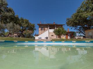 Appartamento, al I°piano di un casale in campagna - Castiglione Del Lago vacation rentals