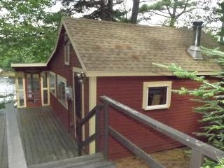CROW`S NEST | WEST BATH MAINE | WATERFRONT | STUNNING VIEWS | DOCK AND FLOAT | QUIET RETREAT - East Boothbay vacation rentals